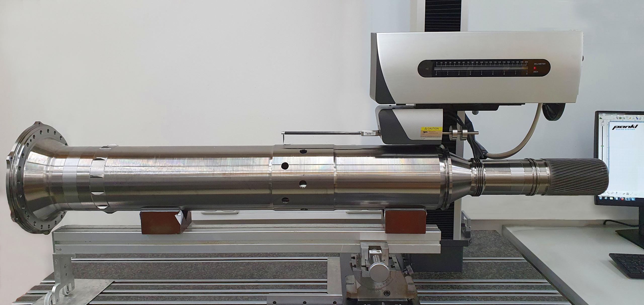 Bei Pankl Aerospace erfolgt die Konturmessung der Antriebswelle mit dem Konturmessgerät SURFCOM NEX 030 von ACCRETECH